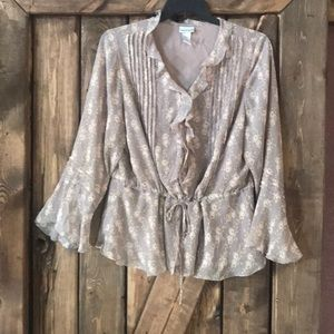 Women's FASHION BUG airy and delicate top